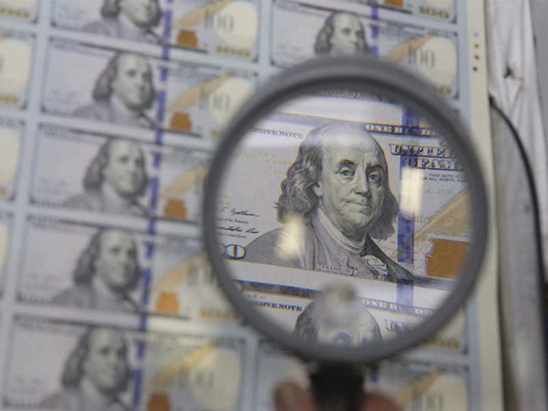 Le dollar flanche